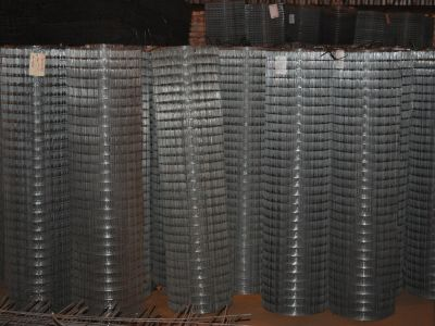 Сетка черная 50х50х2,2 мм в рулонах